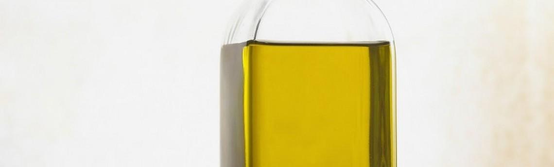 Come smacchiare l'olio d'oliva dai vestiti