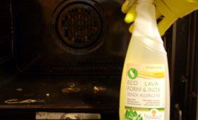 Pulire il forno senza esalazioni tossiche
