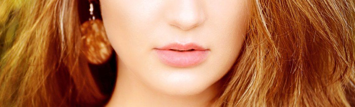 Idratare le labbra con un prodotto naturale