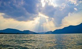 La riduzione di fosforo nei detersivi per mantenere l'acqua dei nostri laghi pulita