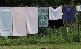 Perché è meglio lavare i panni con acqua tiepida rispetto all'acqua fredda