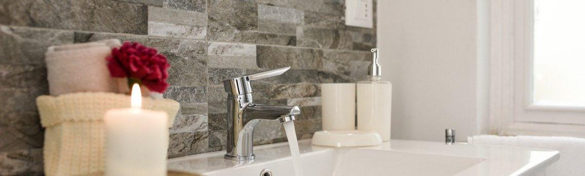 Come scegliere il detergente anticalcare per sanitari e WC